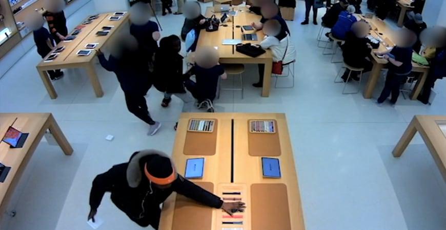 grabiteli obnesli dva apple store za 30 minut